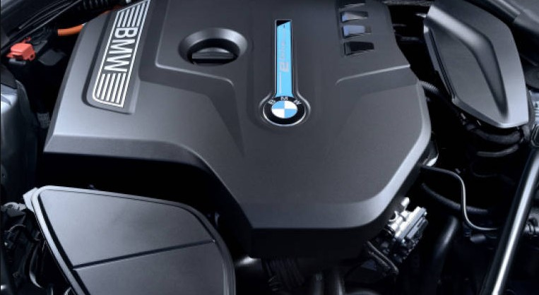 2021 BMW 530E Engine